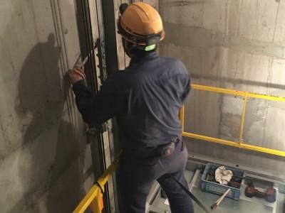 日栄工業作業員 作業風景